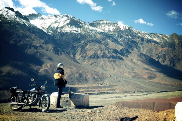 Royal enfield dans les vallées désertes du Spiti - Voyage moto du Kinnaur au Spiti, Himachal pradesh, Inde, Himalaya