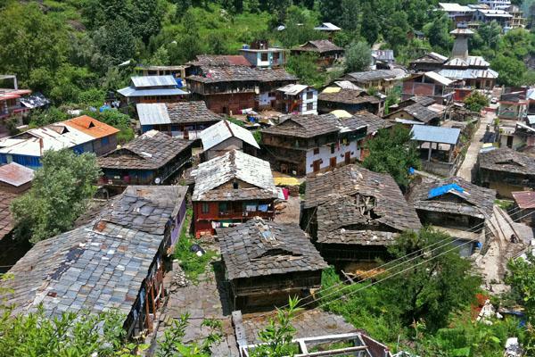 Vieux village de Manali - Fort rouge à Delhi - Voyage en moto du Kinnaur au Spiti en Royal Enfield, Inde Himalaya