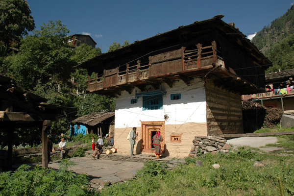 Maison traditionnelle vieux village de Manali, Himachal Pradesh - Voyage à moto Transhimalayenne et Ladakh, Inde, Himalaya